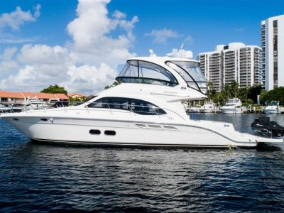Panama-party-boat-rentals-sea-ray-52-3