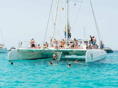 panama-bachelor-party-maxi-cat-catamaran-04